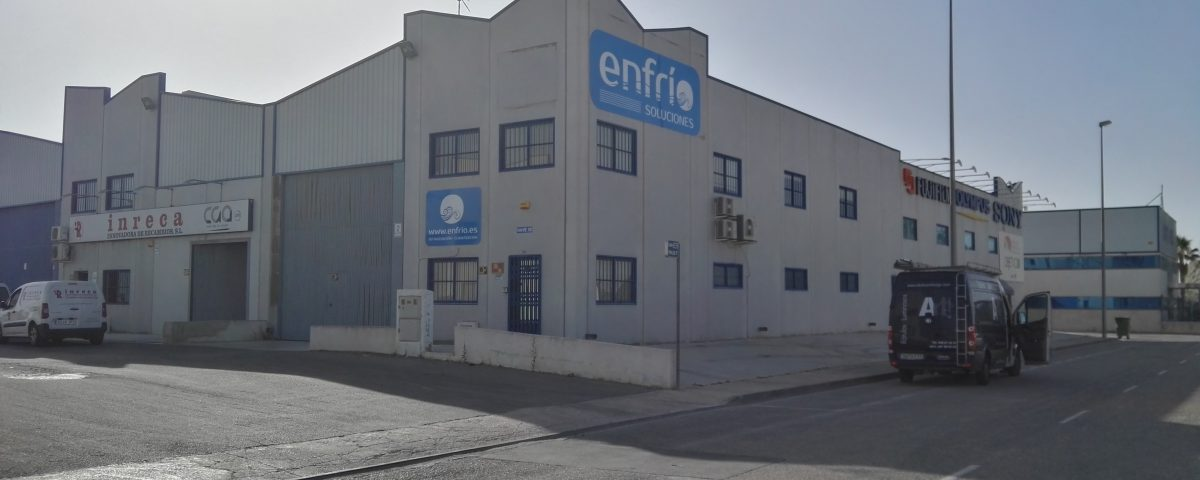 composite con rotulación en vinilo de fundición en Murcia