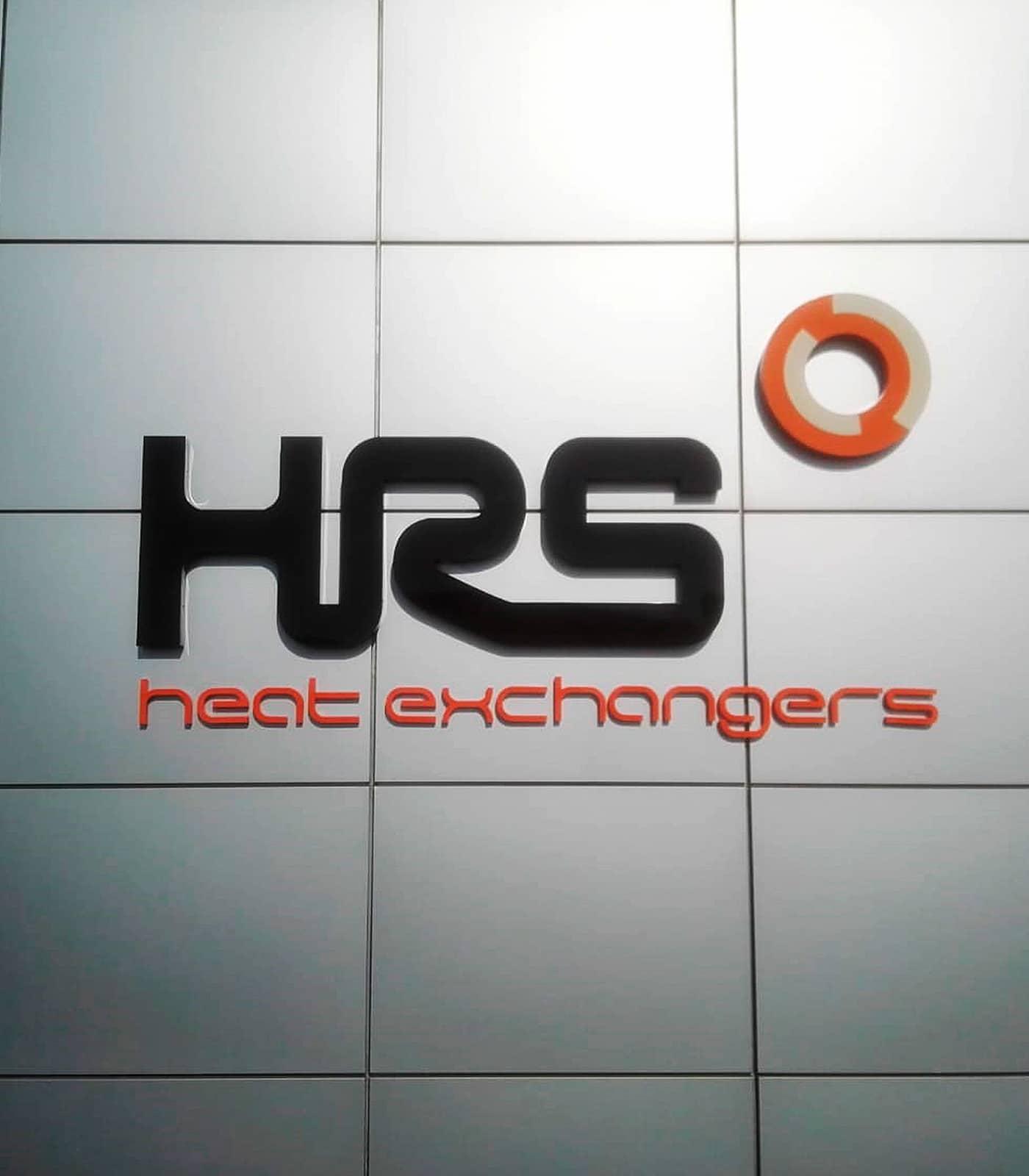 Letras corpóreas en acero. Rótulo realizado para HRS