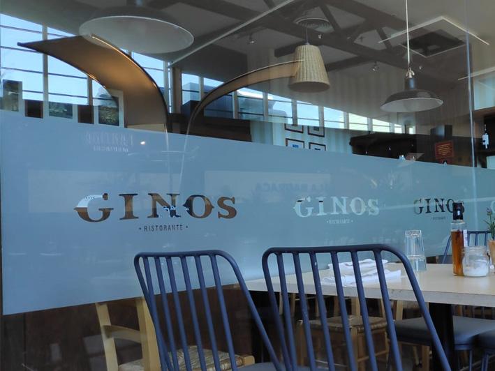 Vinilo Translucido con logotipo realizado para GINOS - Rótulos Art Design.