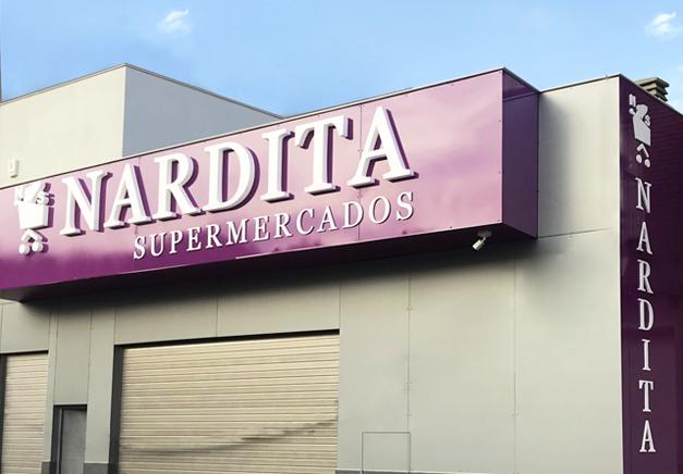 Fachada y rotulación de imágen corporativa realizada para Nardita supermercados, Rotulos Art Design.