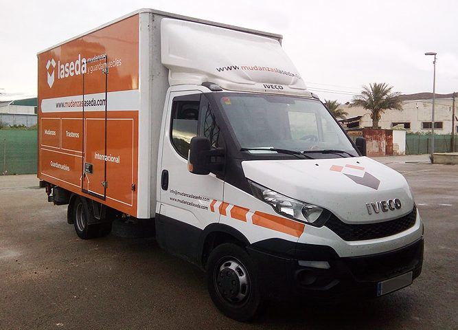 Rotulación de camión con imagen corporativa - Rótulos Art Design