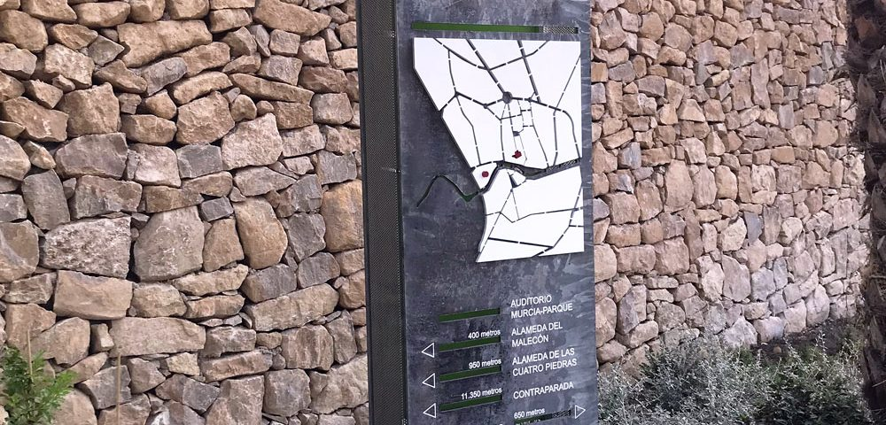 Murcia Río. Totem. Trabajo realizado por Rótulos Art Design.