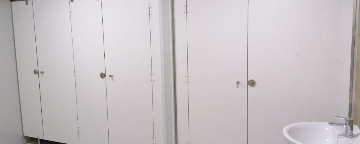 Cabinas Sanitarias laminado hpl Rótulos ArtDesign