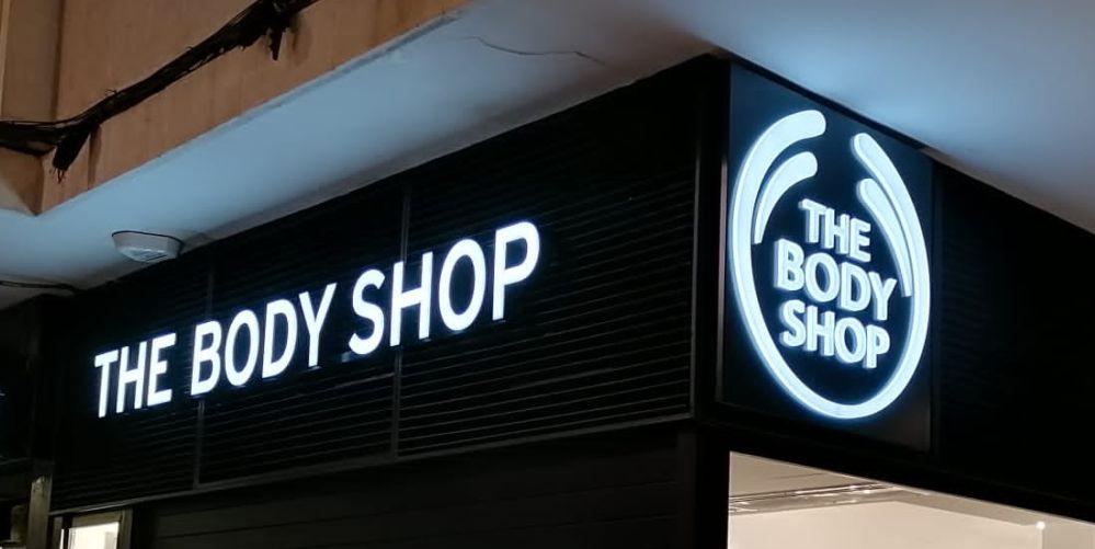 The Body Shop - Rótulo corporeo PVC con iluminación interior
