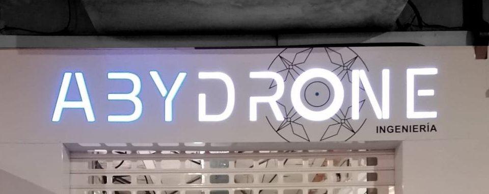 Rótulo letras corporeas con iluminación LED en Metacrilato Abydrone