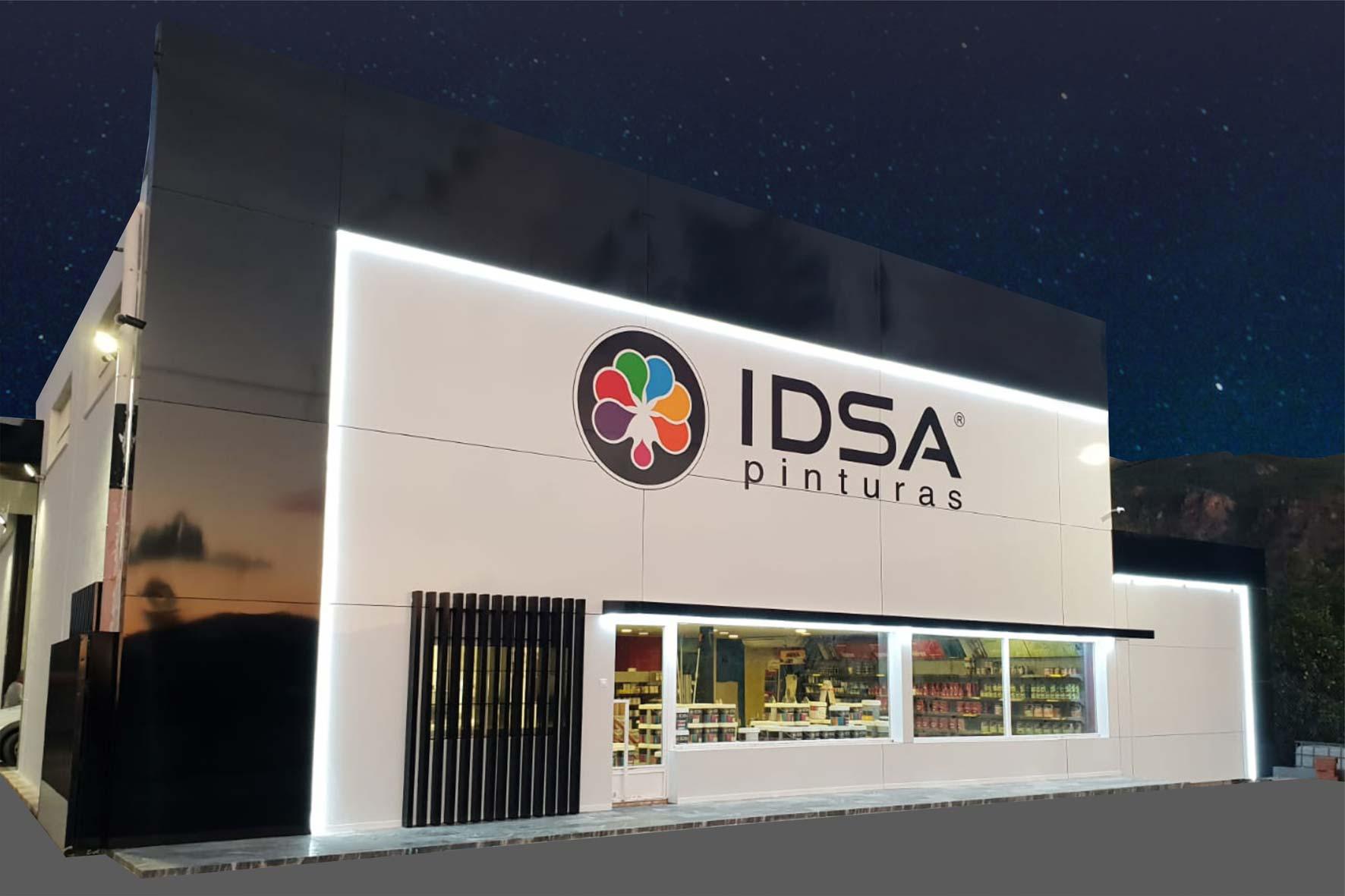 Diseño de fachadas en panel composite e iluminación exterior con perfilería led